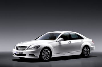 Mercedes-Benz S-Class S400 Hybrid Sedan