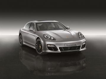 Porsche Panamera 4S Sedan
